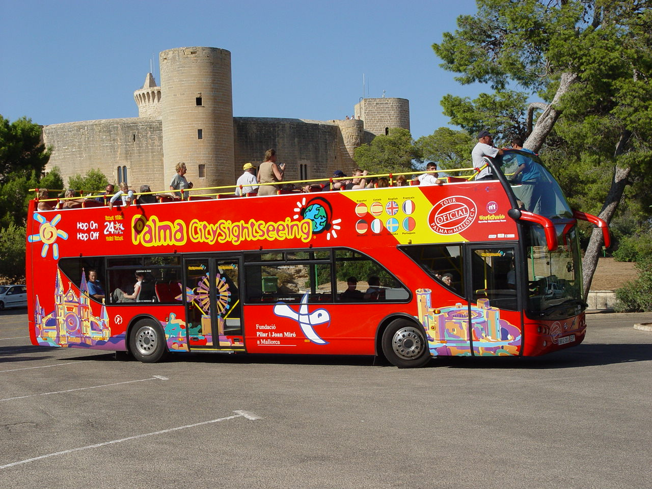 barcelona tour map with Hop On Hop Off Palma De Mallorca on Spain Vacations moreover Hotel Barriere Le Royal Deauville France besides Mapa Turistico Rio De Janeiro in addition Stadtplanlinks additionally Bus Barcelona.